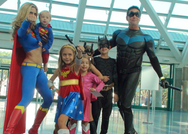 super_babies__supergirl_and_nightwing_at_comikaze_by_trivto-d5f3j4g