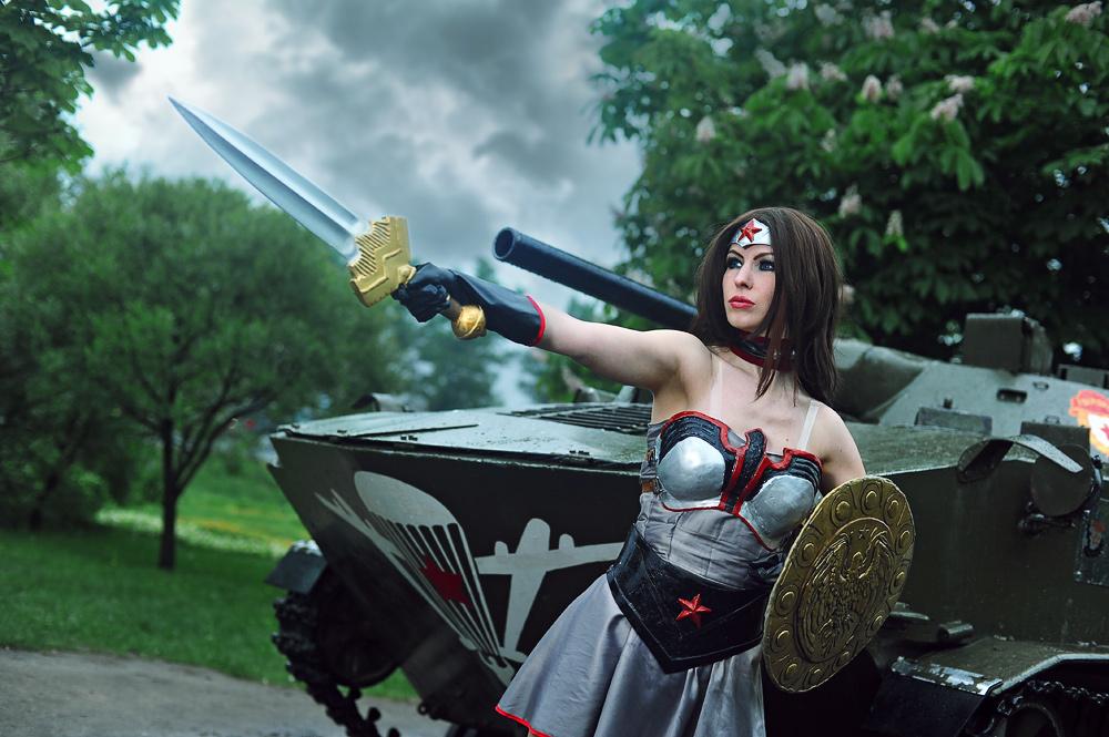 Pour les nostalgiques de la belle Catwoman par Michelle Pfieffer    Red Son Wonder Woman Injustice