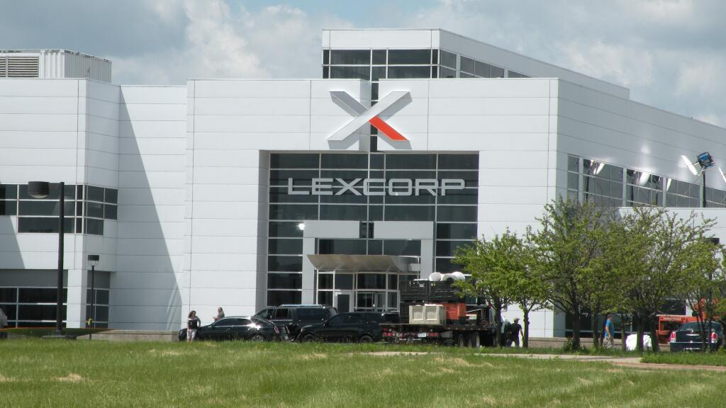 BATMAN VS SUPERMAN : L'AUBE DE LA JUSTICE - Page 5 LexCorp2