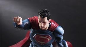 La figurine Superman de Play Arts Kai Batman v Superman se dévoile