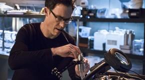 Tom Cavanagh sera toujours récurrent dans The Flash Saison 3