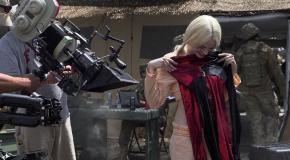 SDCC 2016 – Le costume d'Arlequin dans le B-Roll de Suicide Squad