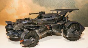Mattel présente sa réplique de la Batmobile du film Justice League