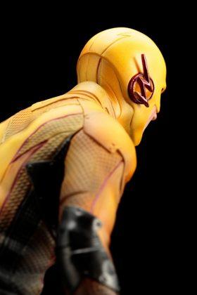Kotobukiya présente leur statuette de Reverse-Flash version CW 12