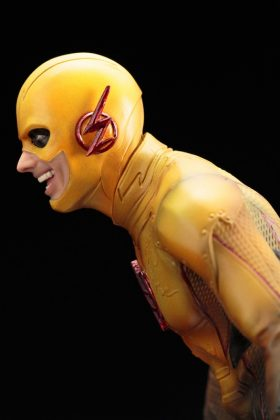 Kotobukiya présente leur statuette de Reverse-Flash version CW 14