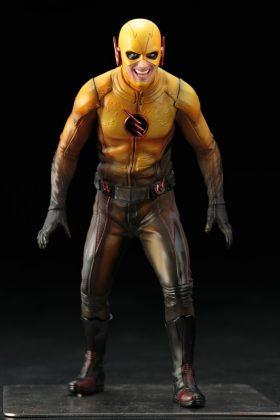 Kotobukiya présente leur statuette de Reverse-Flash version CW 3