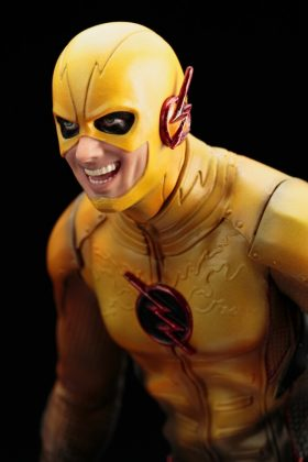 Kotobukiya présente leur statuette de Reverse-Flash version CW 8