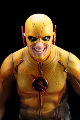 Kotobukiya présente leur statuette de Reverse-Flash version CW 9