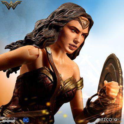Mezco dévoile leur statuette de Wonder Woman 5