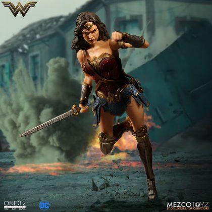 Mezco dévoile leur statuette de Wonder Woman 6