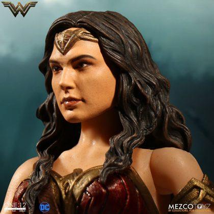Mezco dévoile leur statuette de Wonder Woman 7