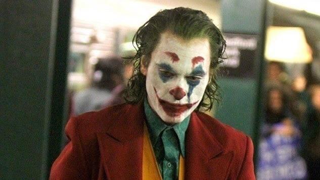 Premier aperçu de Joaquin Phoenix maquillé en clown — Joker