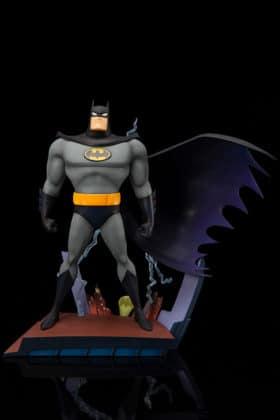 Kotobukiya s'inspire du générique de Batman : TAS pour une statuette dantesque 6
