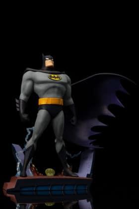 Kotobukiya s'inspire du générique de Batman : TAS pour une statuette dantesque 7