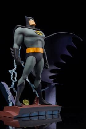 Kotobukiya s'inspire du générique de Batman : TAS pour une statuette dantesque 8