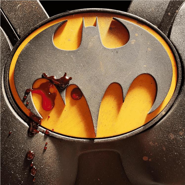 Muschietti partage une photo du symbole ensanglanté de Batman pour le film Flash 33